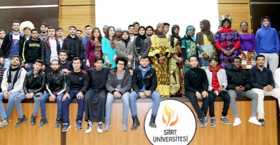 """""""Siirt Üniversitesi Eğitim Kültür ve Geliştirme Vakfı"""" 212 Yabancı Uyruklu Öğrenciye Yardımda Bulundu"""