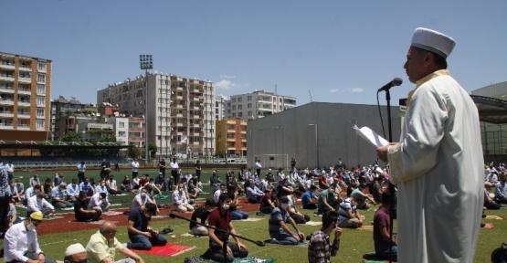 Yeni Dönemde İlk Cuma Namazı Siirt'te 7 Yerde Kılındı