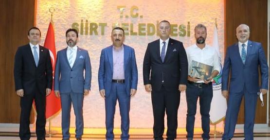 Siirt'teki Petrol Arama Şirketinden Vali Hacıbektaşoğlu'na Ziyaret