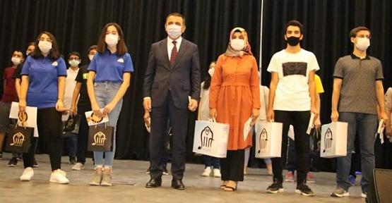 LGS'de Derece Yapan Öğrencilere Ödülleri Verildi
