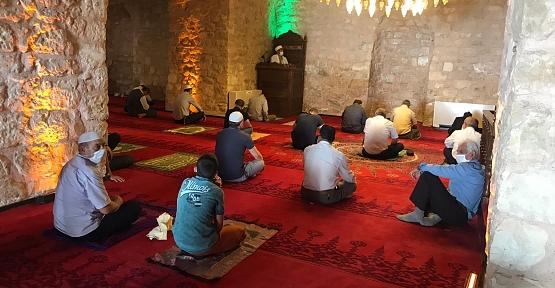 Müftü Vekili Muhammed Özdemir, İzolasyon kurallarını ihlal eden kul hakkına girer