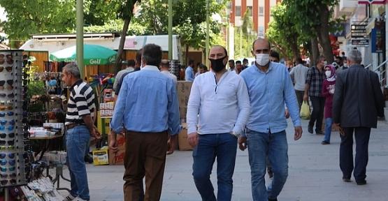 Tüm Türkiye'de Meskenler Hariç Her Alanda Maske Takmak Zorunlu Oldu
