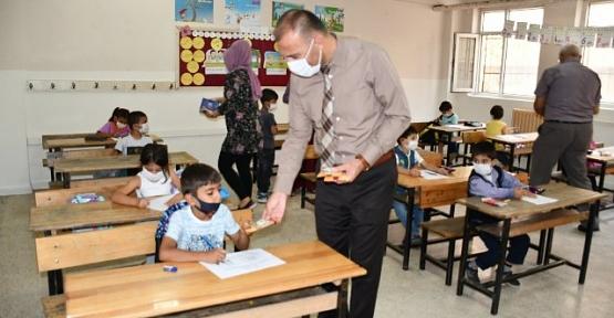 Türkiye'nin 81 İlinden Gönderilen Yöresel Ürünler Öğrencilere Dağıtıldı
