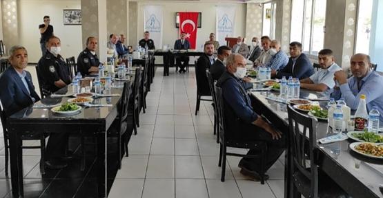 Baykan Kaymakamı/Belediye Başkan V. Mehmet Tunç, Muhtarları Yemekte Ağırladı