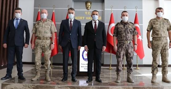 Bitlis Valisi Oktay Çağatay ve Batman Valisi Hulusi Şahin, Vali Osman Hacıbektaşoğlu'nu Ziyaret Etti