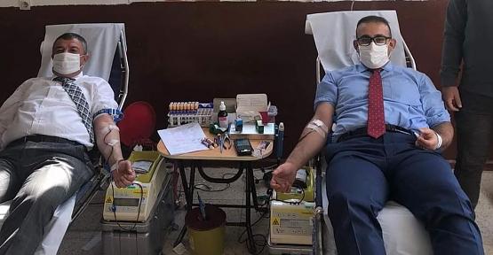 Şirvan Kaymakamı Hasar ve Belediye Başkanı Cellek, Kan Bağışı Kampanyasına Destek Verdi