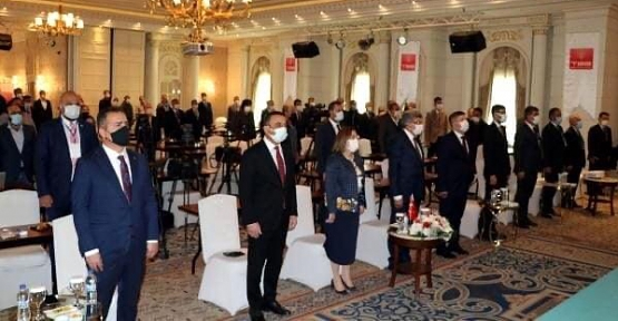 Vali Hacıbektaşoğlu, Van'da Yapılan Türkiye Belediyeler Birliğinin Toplantısına Katıldı