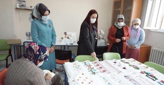 Vali Eşi Güney Hacıbektaşoğlu, Ulus ve Barış Aile Destek Merkezini Ziyaret Etti