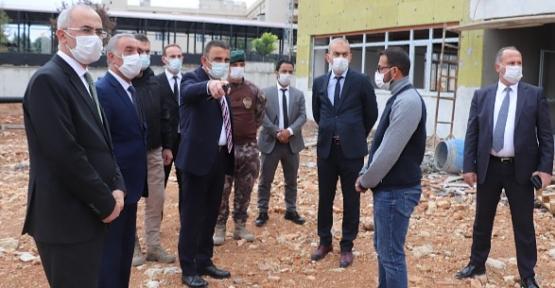 Vali/Belediye Başkan V. Hacıbektaşoğlu, Yapımı Devam Eden İtfaiye Binası ve Mezbahaneyi İnceledi
