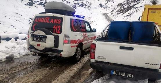 Siirt'te Kar Yağışı Nedeniyle 18 Köy ve 4 Mezranın Yolu Kapandı