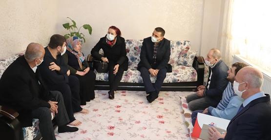 Vali/Belediye Başkan V. Hacıbektaşoğlu ve Eşinden Ev Ziyaretleri