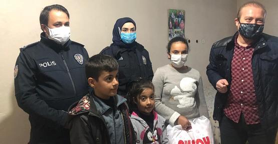 Kurtalan'da Kısıtlama Nedeniyle  Dışarı Çıkamayan Çocuğa Polisten Doğum Günü Süprizi