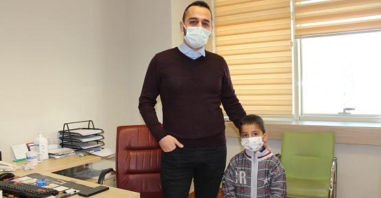 5 Yaşındaki Çocuk Hastaya İlk Defa Laparoskopik Nefrektomi Ameliyatı Yapıldı