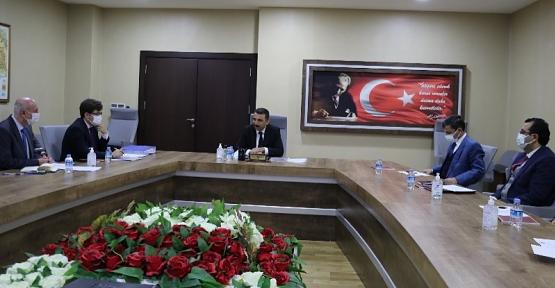 Sosyal Yardımlaşma ve Dayanışma Vakfı Mütevelli Heyeti, Vali Hacıbektaşoğlu Başkanlığında Toplandı
