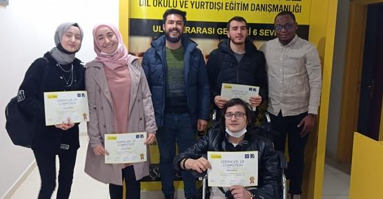 Türkiye'nin En Büyük Dil Okulu English Time Siirt'te İlk Mezunlarını Verdi