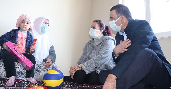 Vali/Belediye Başkan V. Osman Hacıbektaşoğlu'ndan Ev ve Mahalle Ziyaretleri