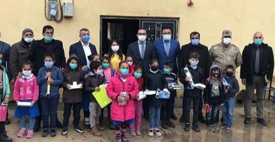 Şirvan Kaymakamı Hasar ve Başkan Cellek, Köy Okullarını Ziyaret Etti