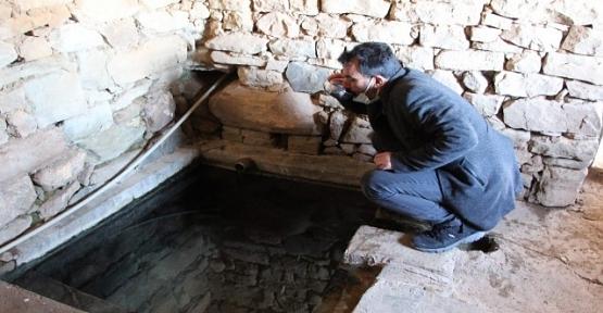 Bu Suyu İçen Şifa Buluyor, Çamuru İse Ağrılara İyi Geliyor