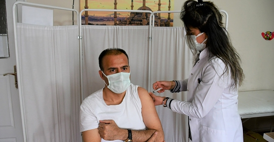 İl Millî Eğitim Müdürü Deniz Edip, Covid-19 Aşısı Oldu