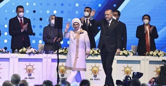 AK Parti Siirt İl Başkanı Olgaç, Kongre'de Divan Üyeliğine Seçildi