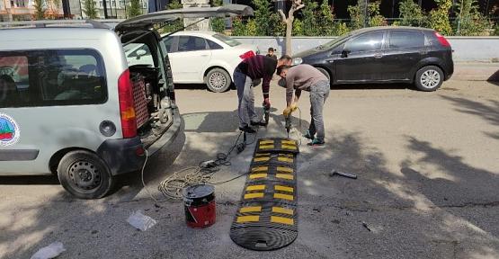 Siirt Belediyesi Trafiğin Yoğun Olduğu Caddelerde Kasis Çalışması Başlattı