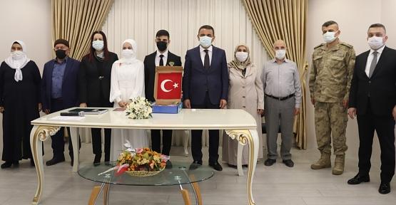 Vali/Belediye Başkan V. Hacıbektaşoğlu İlk Nikahını Kıydı