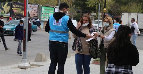 Siirt Belediyesi Vatandaşlara Maske Dağıttı