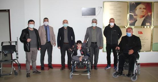 EVSAD'tan Akülü Tekerlikli Sandalye Yardımı