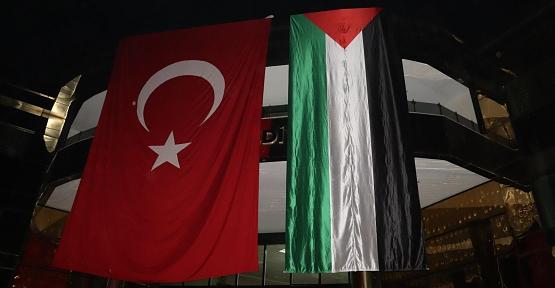 Siirt Belediye Binasına Türk Bayrağının Yanına Devasa Filistin Bayrağı Asıldı