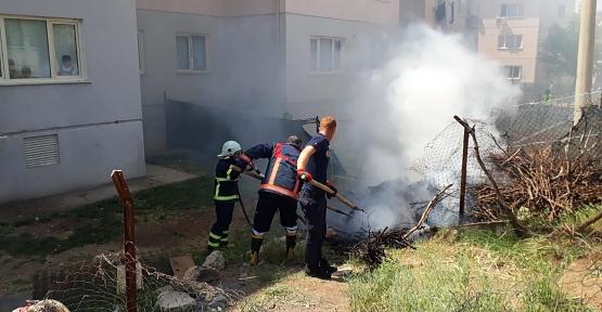 Odunlukta Çıkan Yangın İtfaiye Ekiplerince Söndürüldü