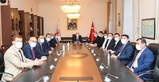 Siirt Heyeti Ulaştırma ve Altyapı Bakanı Adil Karaismailoğlu İle Görüştü