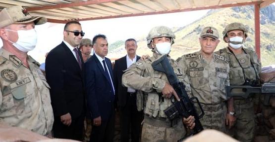 Jandarma Genel Komutanı Arif Çetin,Kapıtepe Üs Bölgesinde İncelemelerde Bulundu