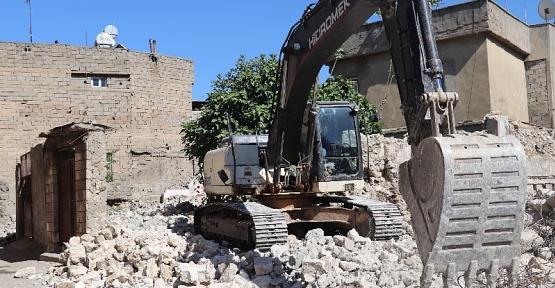 Siirt'te Metruk Binalar Huzur ve Güvenlik İçin Yıkılıyor