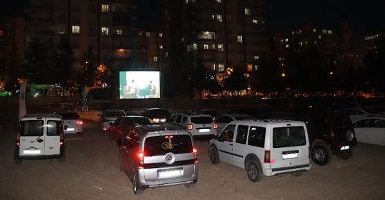 Siirt Belediyesinin 'Sinema' Etkinliğine Vatandaşlar Yoğun İlgi Gösterdi