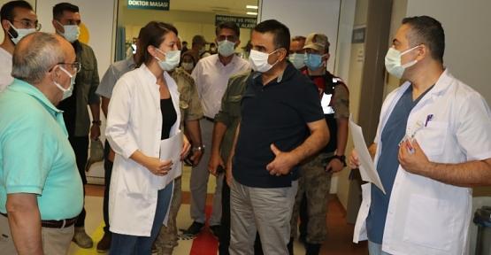 Vali Hacıbektaşoğlu,, Yaralanan Göçmenleri Hastanede Ziyaret Etti