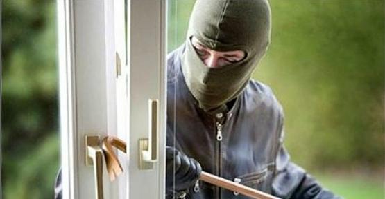 Hırsızlık Şüphelisi Kadın Metruk Binada Yakalandı