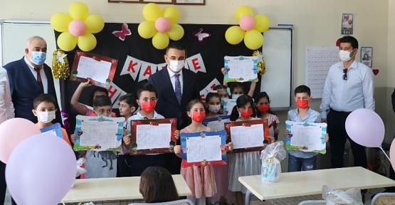 Vali/Belediye Başkan V. Hacıbektaşoğlu, Öğrencilerin Karne Heyecanına Ortak Oldu