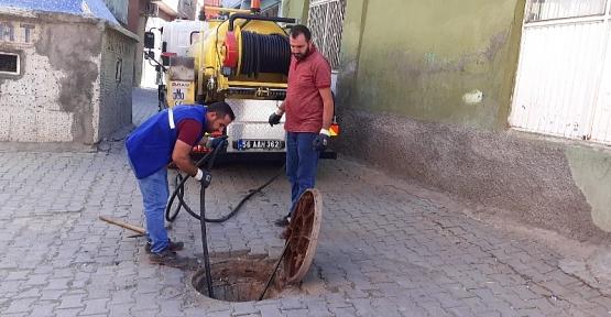 Belediye Kanalizasyon ve Yağmur Suyu Kanallarını Temizledi
