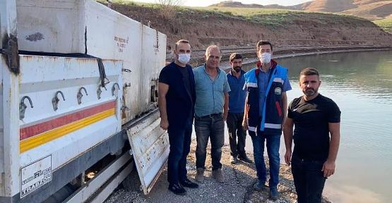 Ilısu Prof. Dr. Veysel Eroğlu Baraj Gölüne Bir Milyon Adet Yavru Sazan Balığı Bırakıldı