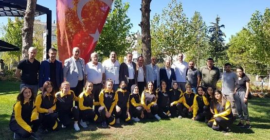 Siirt Gençlik Konseyi Spor Kulübü Kadın Hentbol Takımı 2.Lige Kilitlendi