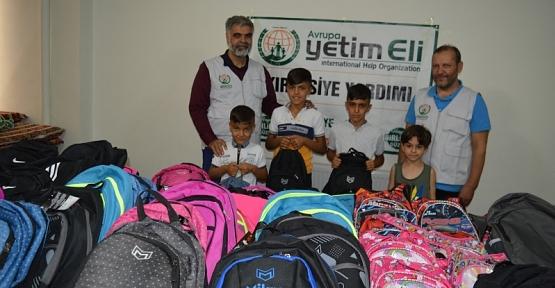Avrupa Yetim Eli Derneği Siirt'te 50 Yetim Çocuğun Kırtasiye İhtiyacını Karşıladı