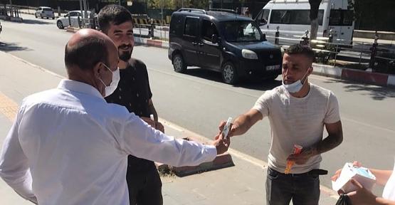 Siirt'te Antrenör ve Milli Sporcular, Maske ve Dezenfektan Dağıttı