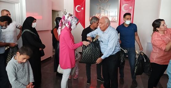 AK Parti İl Başkanlığı Sünnet Olacak Çocuklara Kıyafet Dağıttı
