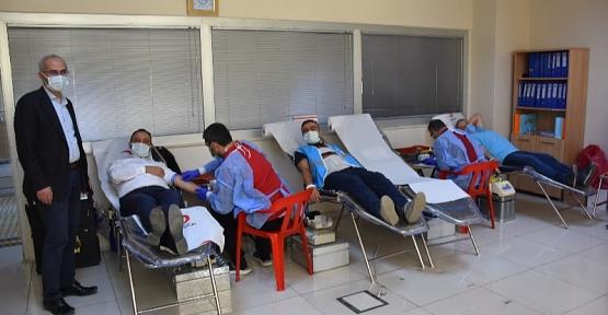 Siirt Belediyesi Kızılay'a Kan Bağışında Bulundu