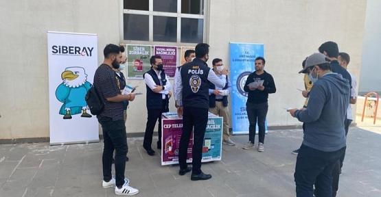 Siirt Üniversitesi Öğrencilerine Siber Suçlar İle İlgili Broşür Dağıtıldı