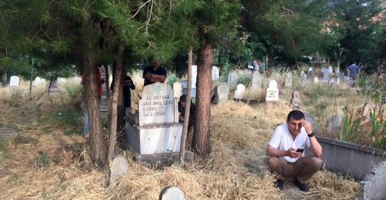 Arife Günü Mezarlıklar Doldu Taştı
