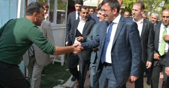 Başbakan Yardımcısı Yılmaz Siirt'te Esnafı Ziyaret Etti