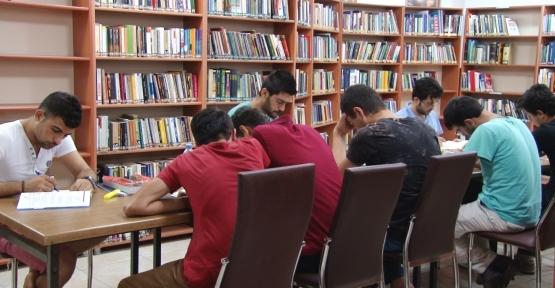 Öğrencilerden Kütüphaneye Rağbet