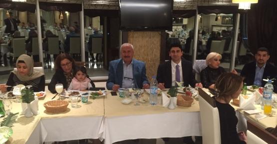 Özel Siirt Hayat Hastanesi, 14 Mart Tıp Bayramı nedeniyle Doktorlarına Barden Otelde Akşam Yemeği Verdi