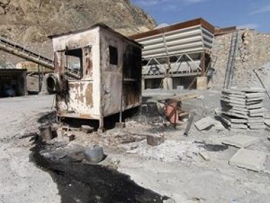 Pervari'de Beton Santralini Patlayıcılarla Tahrip Ettiler